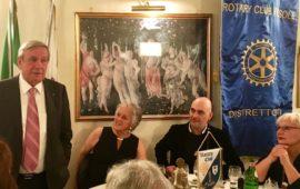 Valentino Mercati ospite al Rotary Fiesole. Alla sua sin la presidente Marta Ghezzi