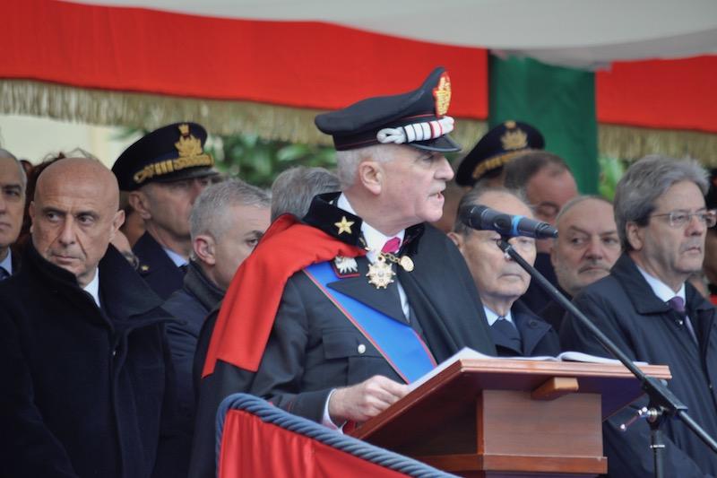 Il generale Del Sette tra il ministro Minniti e il presidente del consigljo Gentiloni