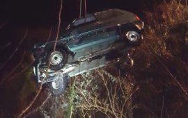 L'auto di Remo Caponeri ripescata nella notte dai pompieri (foto Vigili del Fuoco)