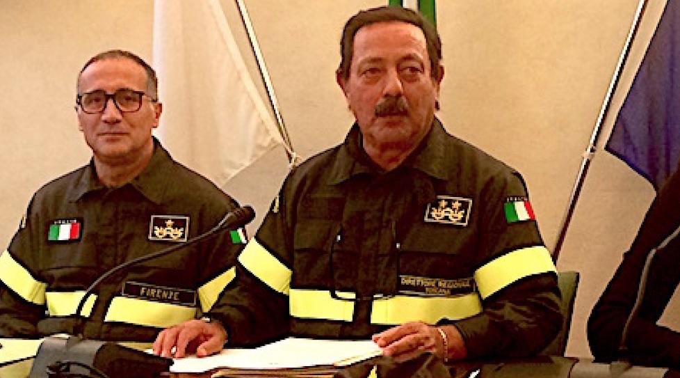 Il direttore regionale uscente Gregorio Agresta e a sin. Roberto Lupica quando era comandante provinciale di Firenze