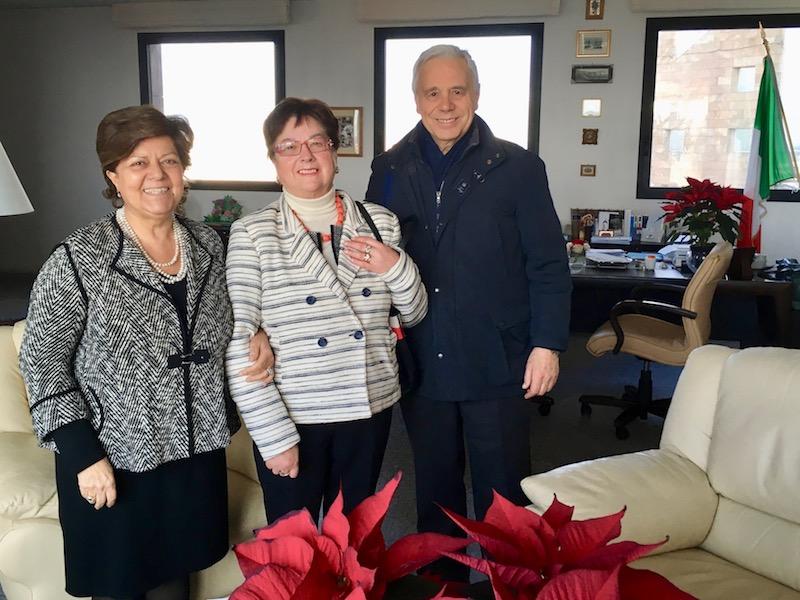 La presidente della Corte d'Appello Margherita Cassano (a sin.) con la signora Anna Maria Baglione e il professor Alessandro Viviani del Comitato Culturale Tindari Baglione