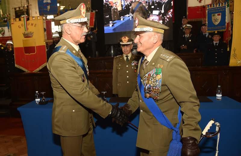 il passaggio delle consegne tra i generali De Leverano e Castellano