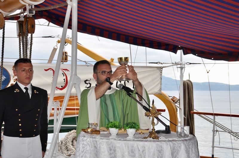 Il cappellano militare a bordo della Nave Vespucci