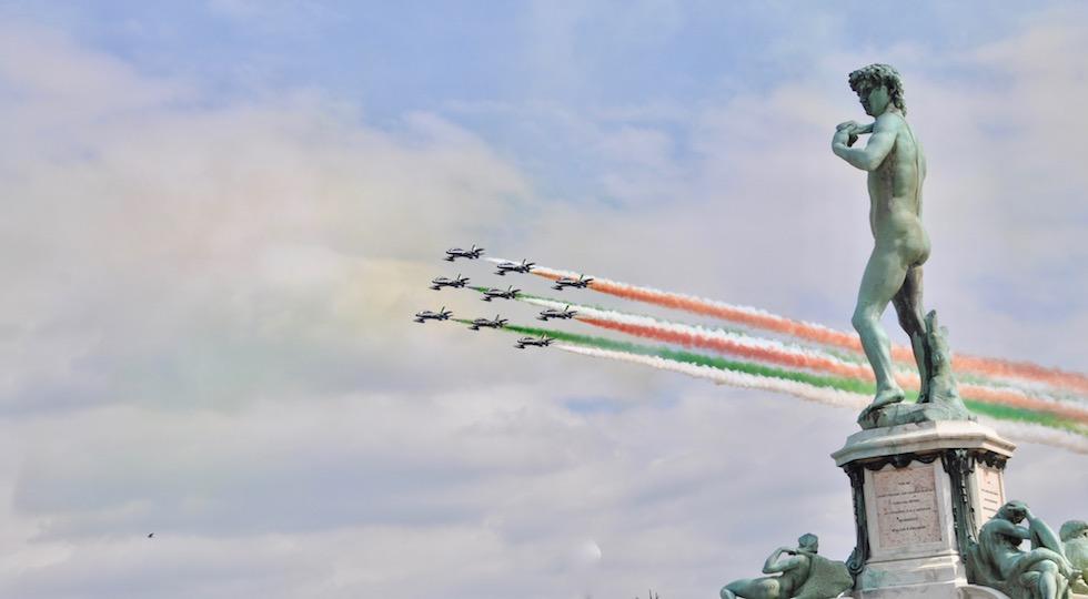 Le Frecce Tricolori sul piazzale Michelangelo a Firenze
