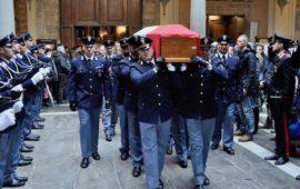 Sovrintendente Capo Giovanni Politi all'uscita dalla basilica della Santissima Annunziata