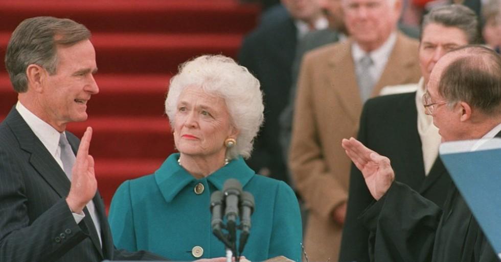 George e Barbara Bush nel 1989 all'insediamento da presidente Usa