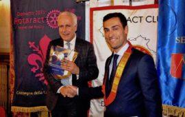 Il presidente del Consiglio Regionale della Toscana Eugenio Giani con Luca Sbranti,Rappresentante Distrettuale del Rotaract in Toscana