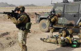 Militari italiani in Afghanistan durante un'esercitazione di soccorso (Foto OsservatoreLIbero.it)