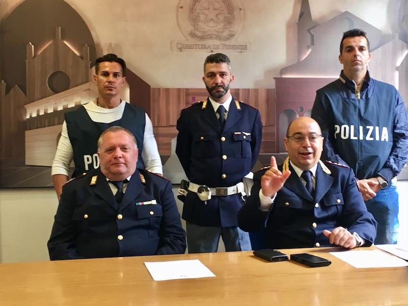 I poliziotti del Commissariato di San Giovanni a Firenze che hanno condotto l'operazione