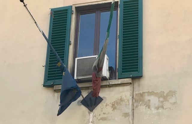 Le bandiere esposte