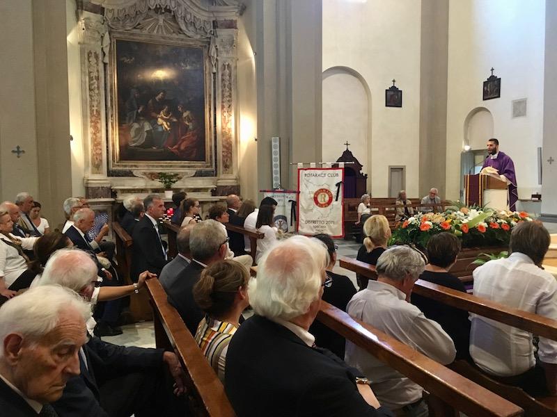 La chiesa di Sant'Anna a Lucca durante i funerali di Massimiliano Tacchi