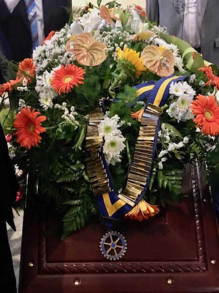 Il collare dei Governatori del Rotary durante i funerali di Massimiliano Tacchi