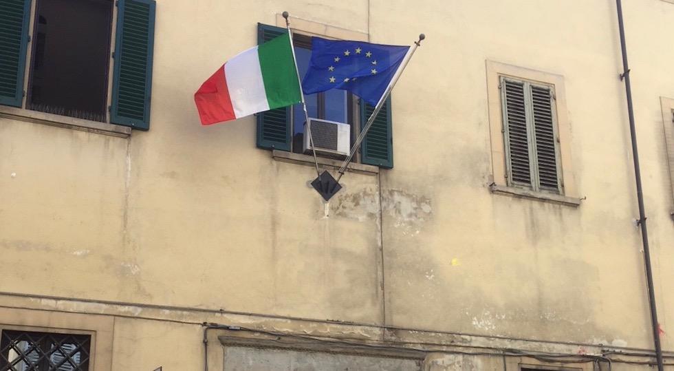 Finalmente bandiere nuove al Tribunale dei minorenni di Firenze