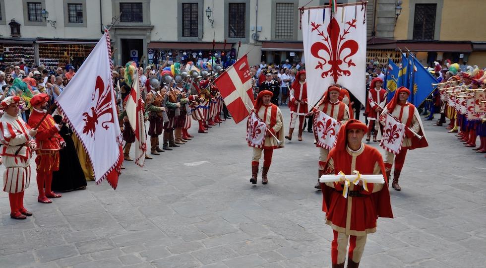 Il corteo storico con i ceri per San Lorenzo
