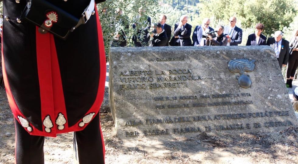 Il cippo sulla collina di Fiesole che ricorda i carabinieri martiri