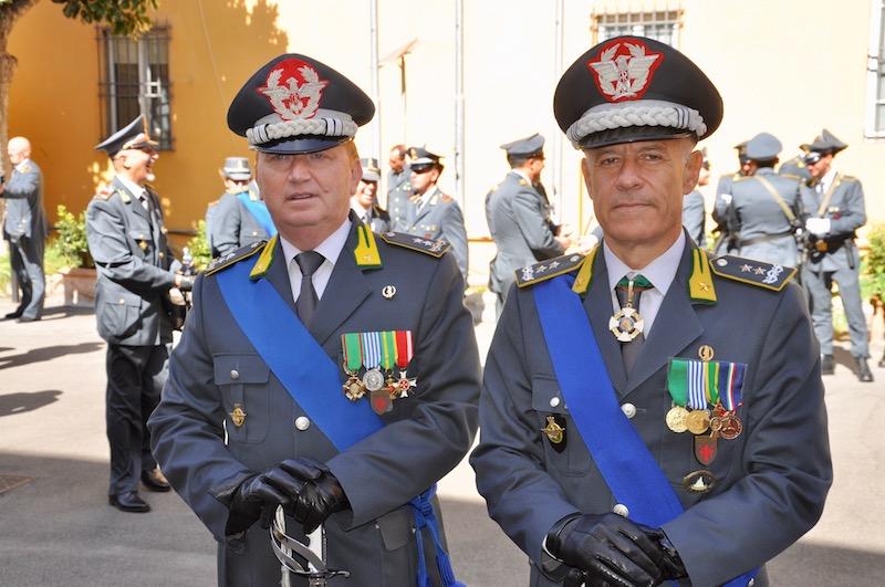I generali Michele Carbone e Bruno Bartoloni dopo la cerimonia