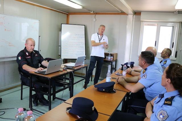 Attività di istruzione delle forze di polizia kosovare