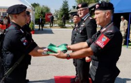 Il colonnello Capodivento (primo da destra) durante il cambio di comando al Reggimento Msu in Kosovo