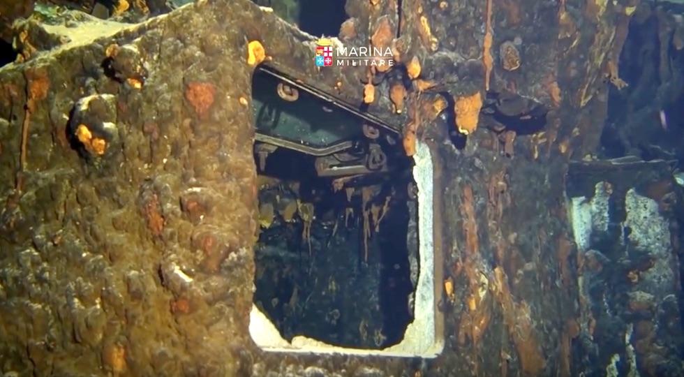 Un'immagine del relitto della Corazzata Roma a 1200 metri di profondità (dal video Marina Militare)