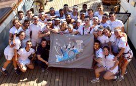 Su Nave Vespucci un gruppo di allievi del Corso Akraton con la loro bandiera