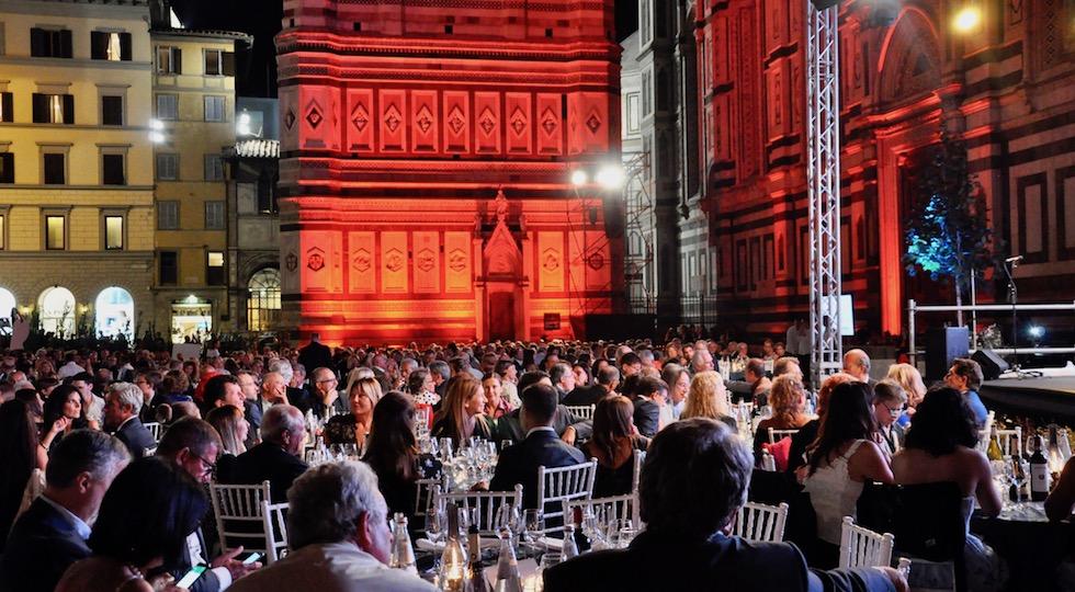 """La grande cena in piazza Duomo per """"ll cuore di Firenze"""""""