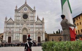 Alzabandiera solenne in piazza Santa Croce per la Giornata dell'Unità Nazionale e delle Forze Armate