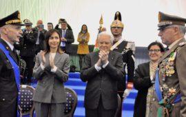Il presidente Mattarella con i generali Vecciarelli (a sin.) e Graziano