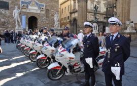 Una rappresentanza della Polizia Municipale in piazza della Signoria (foto archivio OsservatoreLibero)