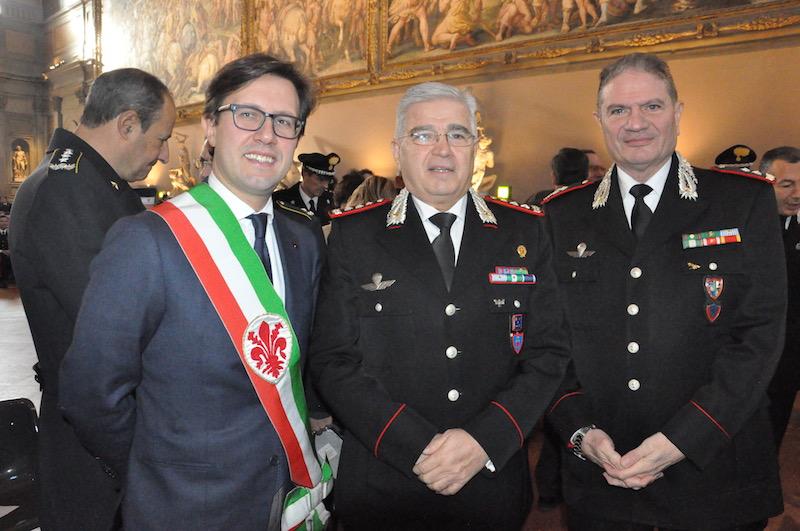 Il sindaco Dario Nardella con i generali Ciro D'Angelo (al centro) e Gianfranco Cavello