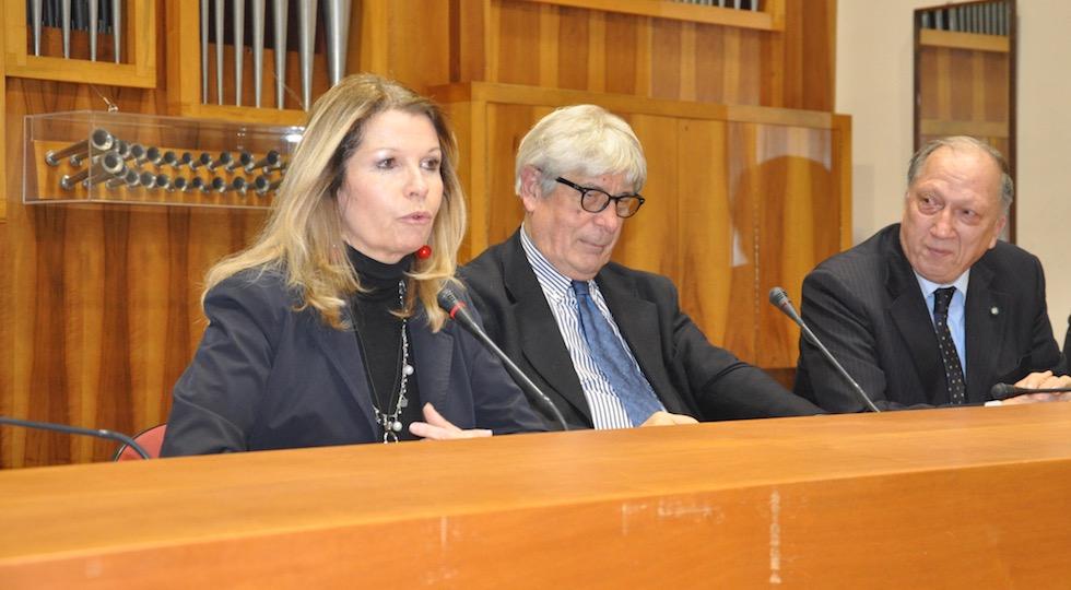 """Da sin il prefetto Laura Lega, il giornalista Antonio Lovascio e il prefetto Paolo Padoin alla presentazione del libro """"Migranti"""""""