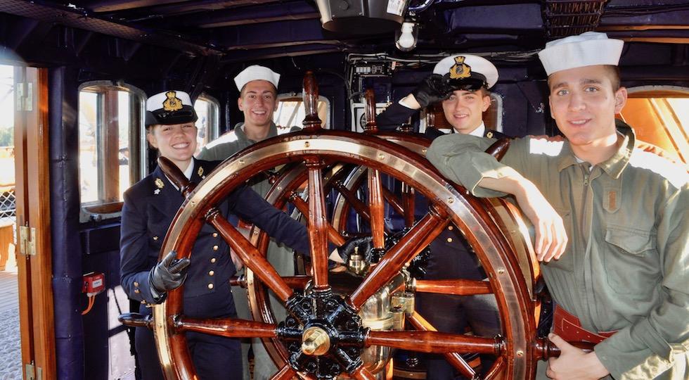 Allievi dell'Accademia Navale sulla nave Amerigo Vespucci in navigazione