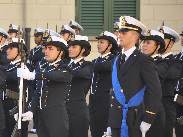 Allievi della 1ª classe schierati nel piazzale dell' Accademia navale