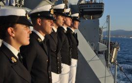 Allievi dell'Accademia Navale durante una campagna addestrativa