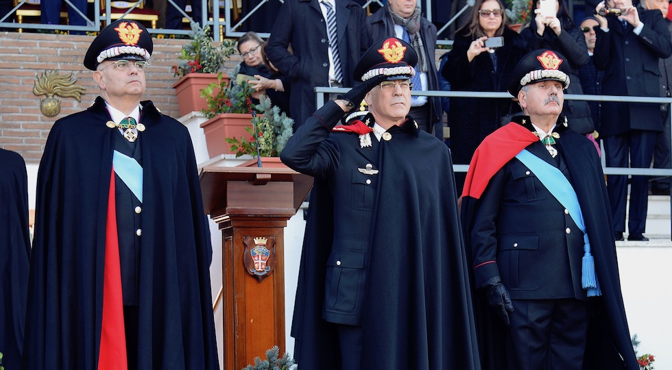 Il comandante generale dei Carabinieri Giovanni Nistri (al centro) alla cerimonia di avvicendamento al Cutfaa
