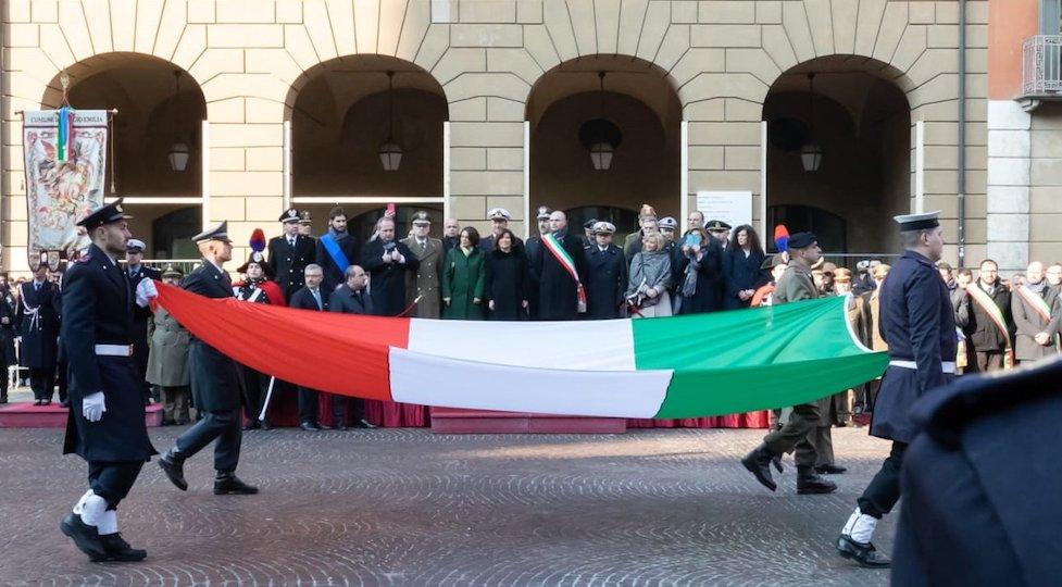 Il Tricolore sfila a Reggio Emilia per il festeggiare il 222° compleanno della nostra Bandiera