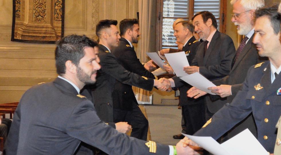Ufficiali dell'Aeronautica durante la cerimonia all'Università di Firenze