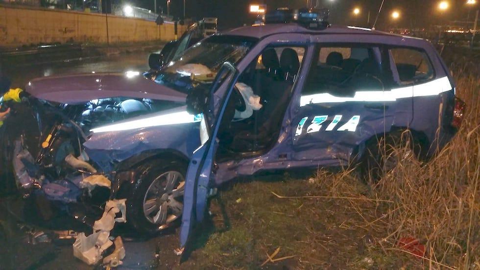 L'automezzo della Stradale dove ha perso la vita il poliziotto Fabio Baratelli a Livorno