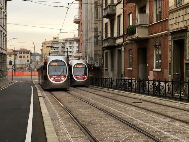 Difficile l'accesso ad alcuni edifici lungo il percorso della tramvia in via Guido Monaco