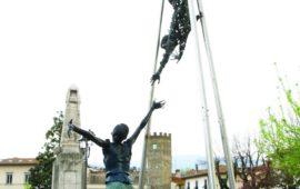 Life and Death, la statua di Paddy Campbell a Vicchio