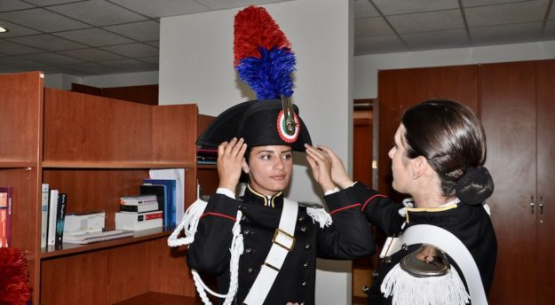 Allieve maresciallo si preparano alla cerimonia degli alamari