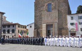Lo schieramento di finanzieri in piazza del Carmine a Firenze