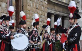 La Fanfara della Scuola Marescialli Carabinieri davanti a Palazzo Vecchio