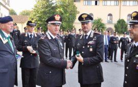 Il generale Ciceri consegna la Medaglia Mauriziana al tenente colonnello Fabio Rizzo