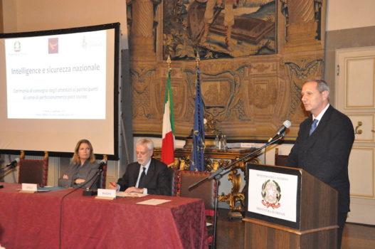 da sin. il prefetto Laura Lega, professor Luciano Bozzo, generale Paolo Nardone direttore della Scuola del Dis