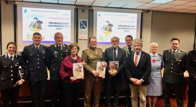 Il generale Pietro Tornabene (al centro) alla presentazione a Firenze del Calendario Esercito 2020