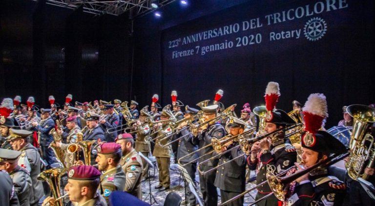 Bande e fanfare delle Forze armate e Cri festeggiano il Tricolore a Firenze