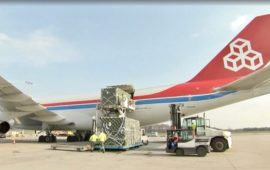 Un momento del trasporto dell'arrivo dell'ospedale da campo Nato da Bari a Lussemburgo (frame da video Luxemburger Wort)