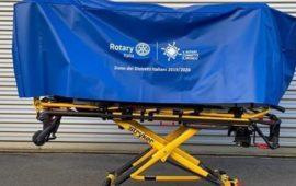 Una barella destinata a 29 nuovi triage negli ospedali italiani