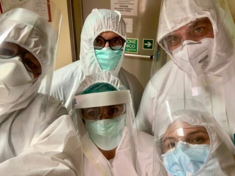 Il team di sanitari che hanno eseguito test ecografici anti-Covid19 a Pavia con il dottor Bergamini