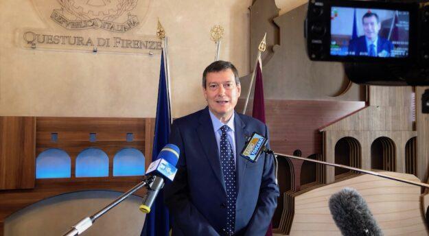 Il questore Filippo Santarelli al suo arrivo a Firenze